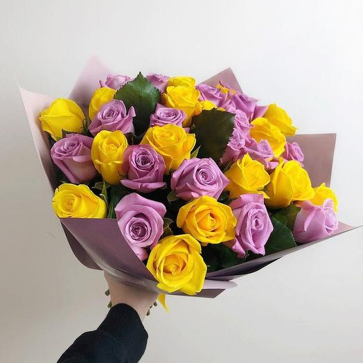 Букет из 35 желтых и фиолетовых роз