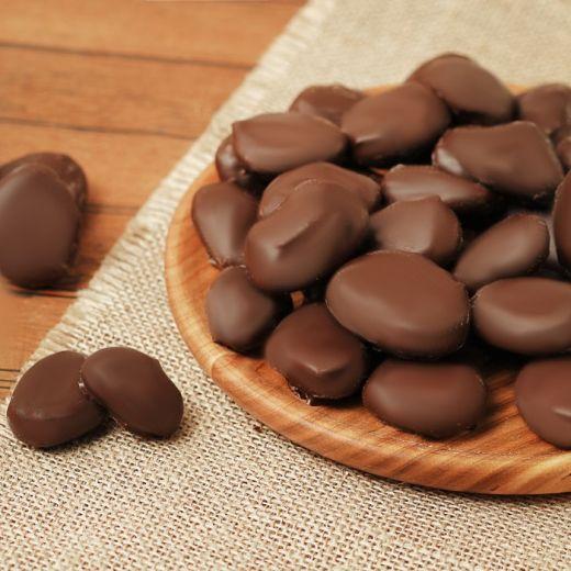 Абрикос в темном шоколаде