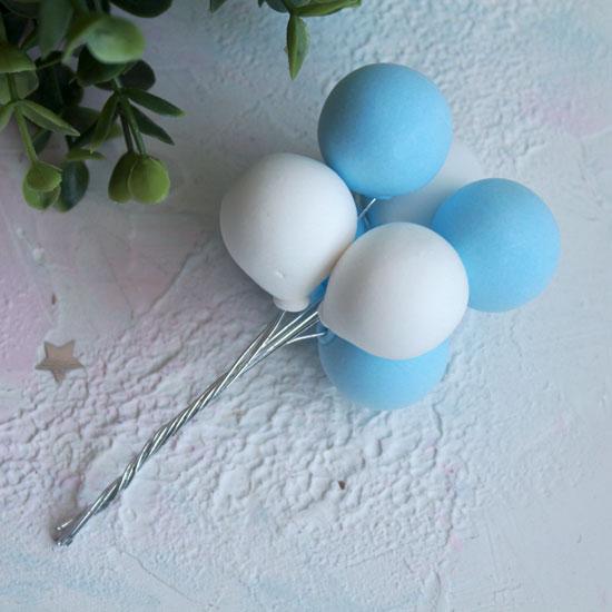 Аксессуар для куклы - Связка воздушных шаров голубые и белые
