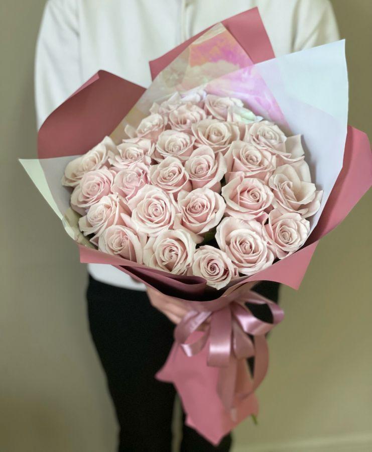 25 нюдовых розовых роз 60 см в стильной упаковке