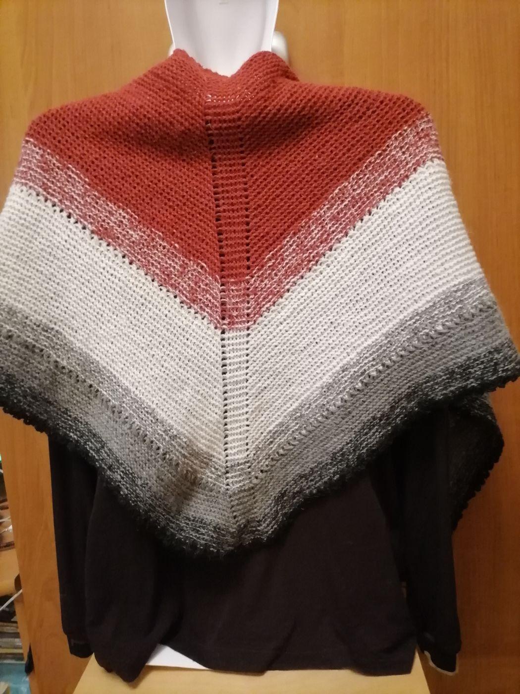 Традиционная датская шаль вязаная