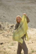 """шотландский тонкорунный легкий широкий палантин (шарф) Альба, 100% шерсть- тонкая нить мулине , расцветка Далри Лиловый. """"ALBA DALRY LILAC EXTRA FINE MERINO STOLE"""" плотность 2"""