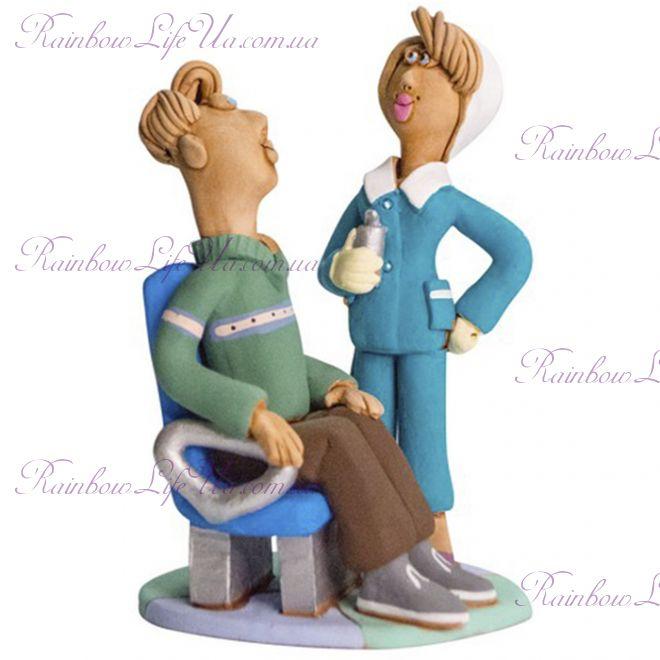 """Статуэтка женщина """"Стоматолог с клиентом"""""""