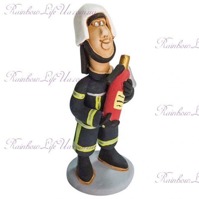 """Статуэтка мужчина """"Пожарный с огнетушителем"""""""