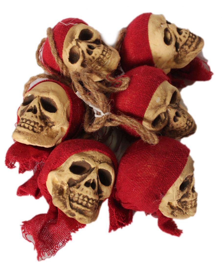 Гирлянда из черепов пиратов