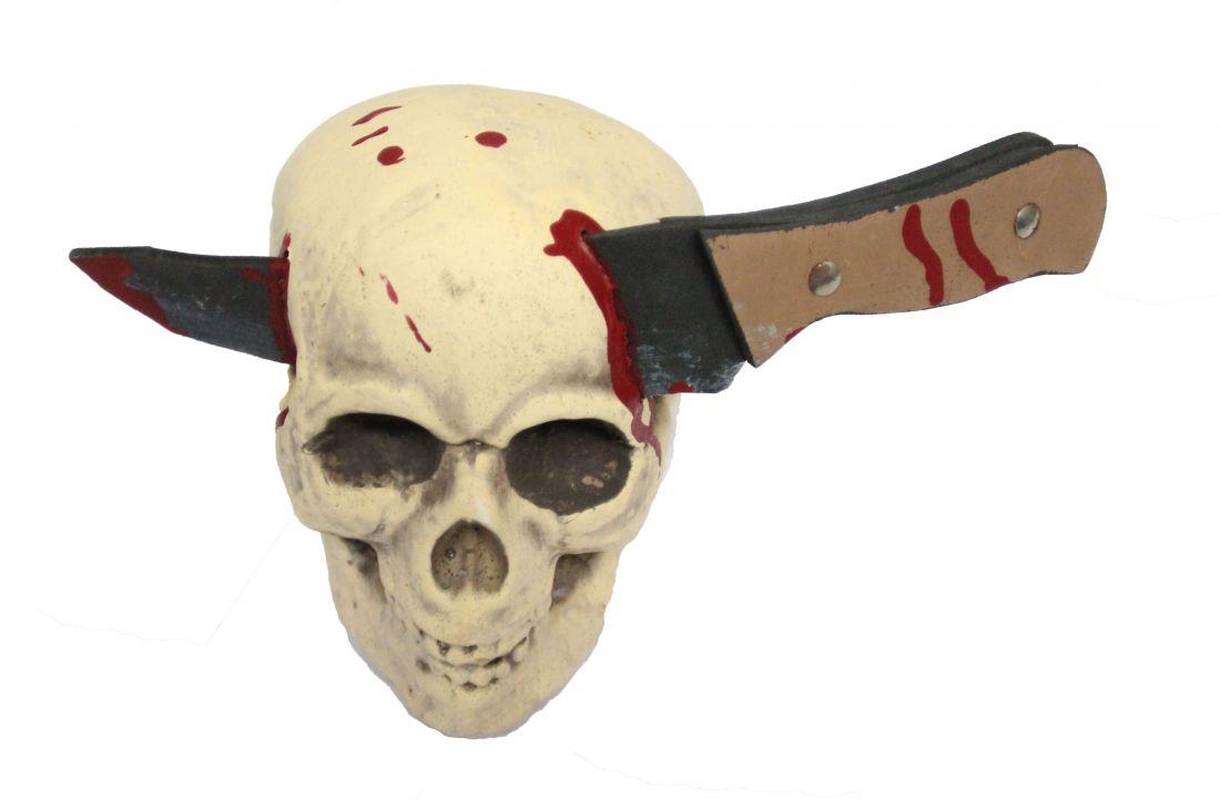 Череп с ножом