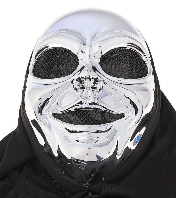 Серебристая маска с накидкой
