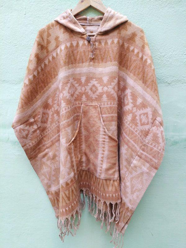 Теплое непальское пончо бежевого цвета (отправка из Индии)