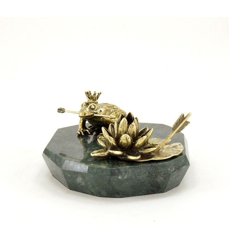 Царевна-лягушка с кувшинкой