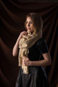 Сияющий золотистый широкий палантин (большой шарф)  Рэй REAY METALIC SHIMMER  тонкорунная овечья шерсть , плотность средняя 4