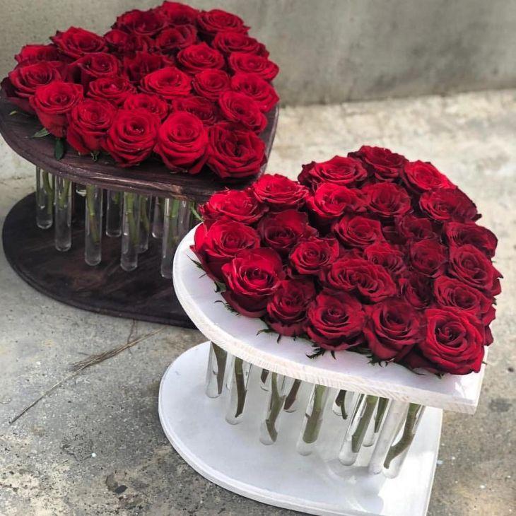 25 роз в пробирке