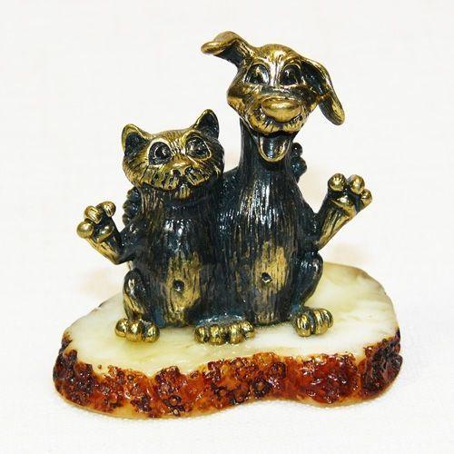 Друзья - Кот и Собака - фигурка из бронзы с камнем янтарь