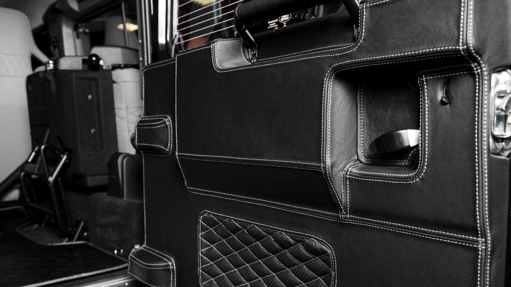 Обшивка панели двери багажника (Land Rover Defender)
