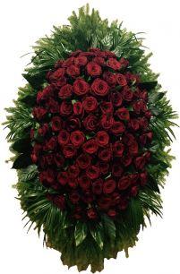 Фото - Венок на похороны из живых цветов #15 бордовые розы и зелень
