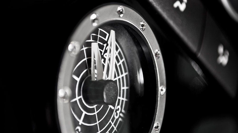 Часы BEZEL с бриллиантами Swarovski