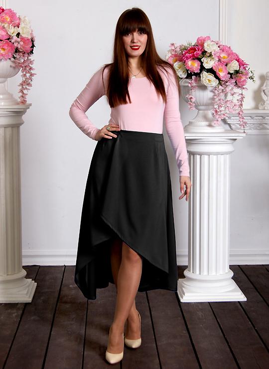 Черная юбка с разрезом спереди