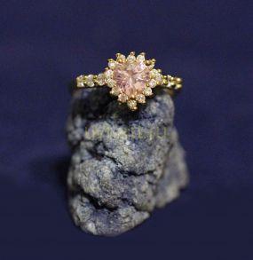 """Позолоченное кольцо """"Сердце"""" с искусственным розовым топазом (арт. 880163)"""