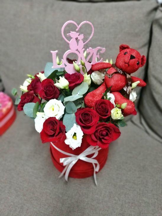 Цветочная валентинка с медвеженком