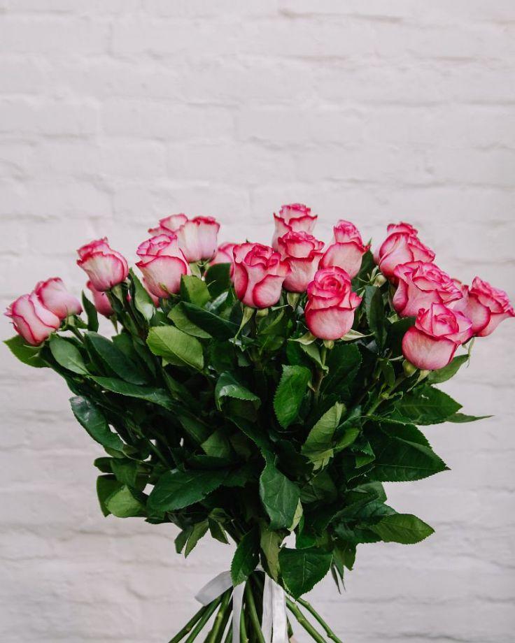 Букет из 25 роз c доставкой в Комсомольске