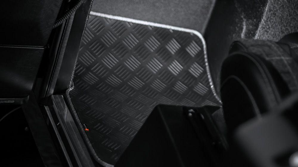 Износостойкие резиновые коврики (Land Rover Defender 110)