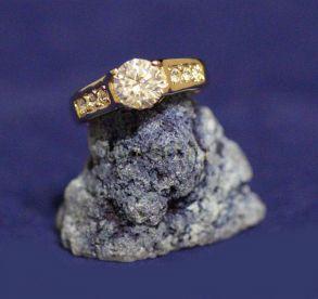 Позолоченное кольцо с искусственными бриллиантами (арт. 880167)