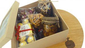Подарочная коробка сухофрукты, чай, варенье