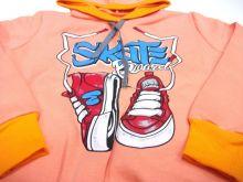 """Спереди на толстовке изображены модные кеды и надпись """"Skate"""""""