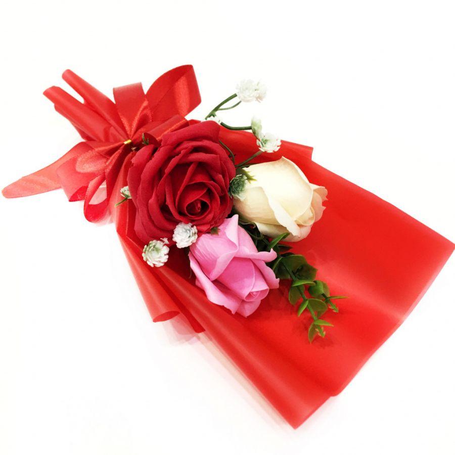 Подарочное парфюмированное мыло Букет 3 розы в упаковке, 25 см
